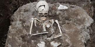 Trovato scheletro vampiro