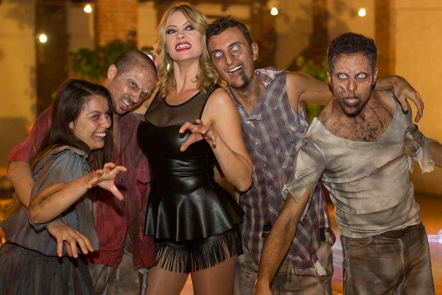 Anna Falchi tra gli zombie