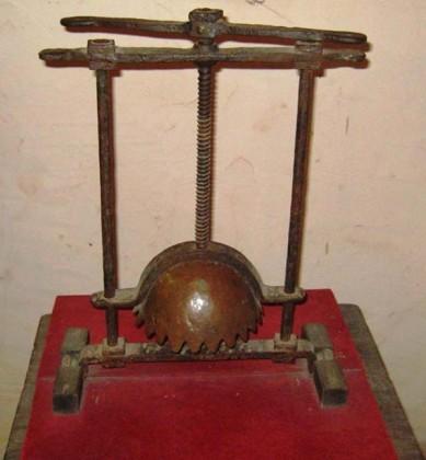 9 Lo spappolatesta - Torture medioevali